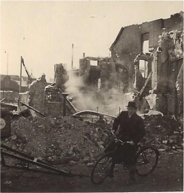 Radler vor Trümmerwüste: Christine Böhne inszenierte ihre Aufnahmen. Foto: Privat