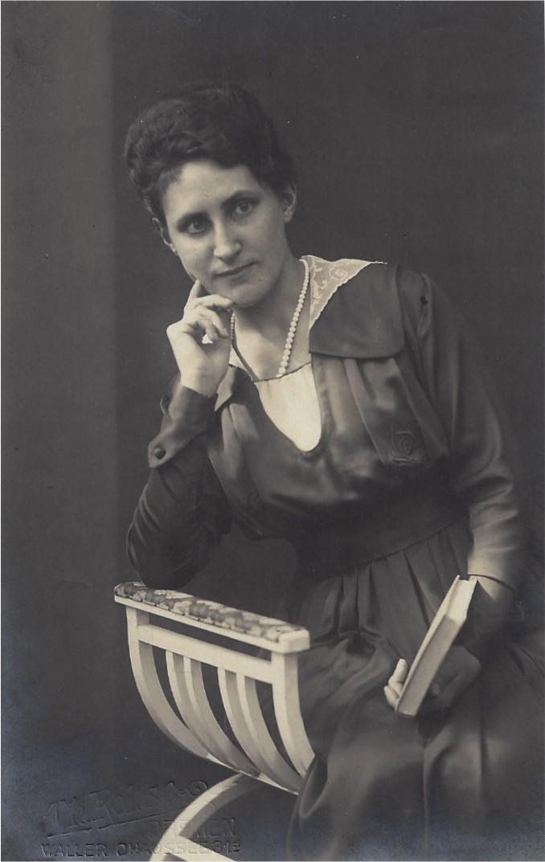 Zog mit ihrem Fotoapparat durch Bremen: Christine Böhne dokumentierte die ersten schweren Bombenschäden in der ersten Jahreshälfte 1941. Foto: Privat