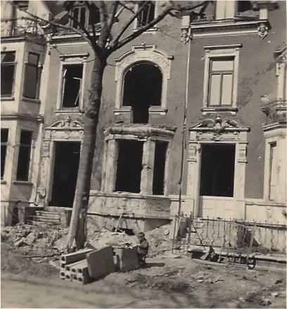 Erst auf den zweiten Blick zu erkennen: ein spielendes Kind in der Fitgerstraße. Foto: Privat