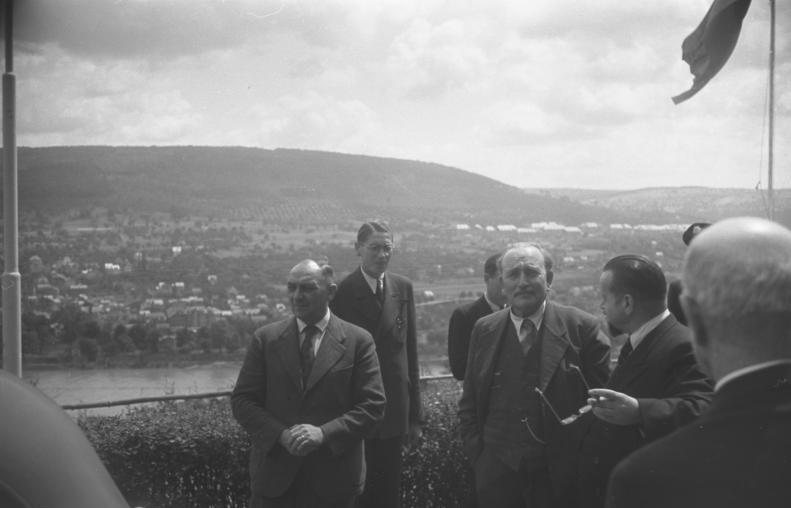 """Peace for our times: Als sich Bürgermeister Wilhelm Kaisen (Mitte) im Sommer 1948 bei der Ministerpräsidenten-Konferenz in Koblenz einfand, war der """"Grenzstreit"""" mit Niedersachsen erledigt. Bildvorlage: Bundesarchiv Koblenz"""