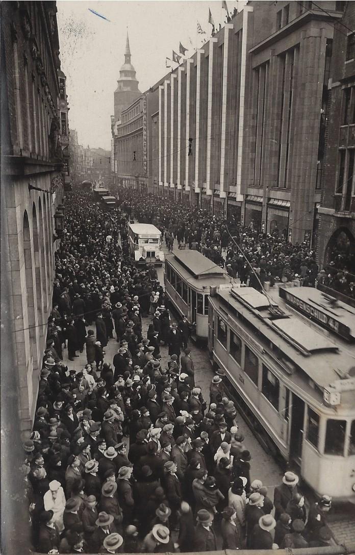 Da ging nichts mehr: Wegen des Massenandrangs musste die Obernstraße am Nachmittag zeitweise für den Autoverkehr gesperrt werden. Bildvorlage: Privat