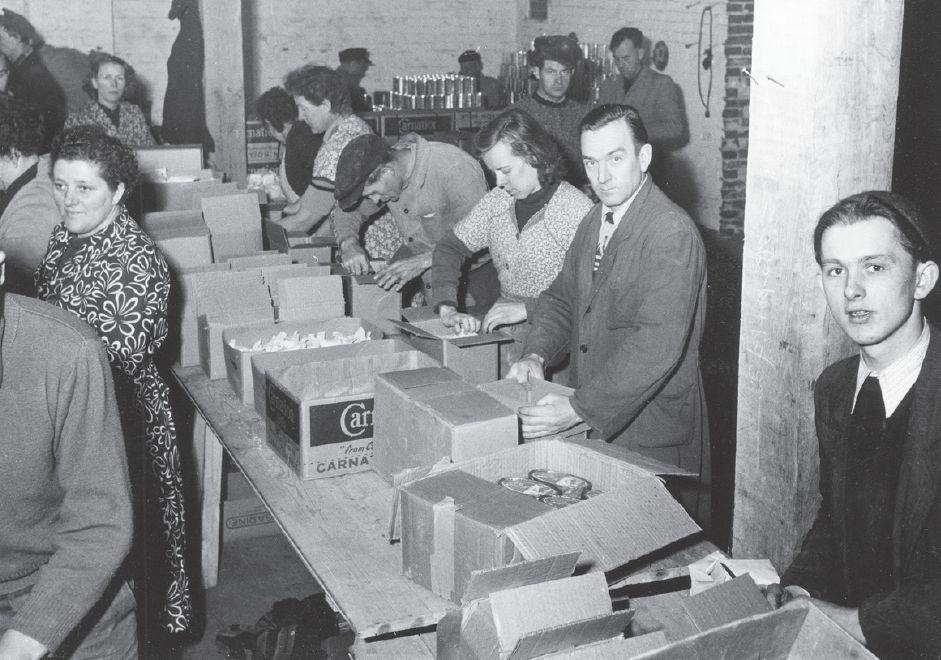 Die Deutsche Bruderhilfe verschickte von 1951 bis 1989 eineinhalb Millionen Pakete mit Lebensmitteln und Artikeln des täglichen Bedarfs in die DDR - nicht durchweg zur Freude der dortigen Behörden. Bildvorlage: Eva Determann, Von Mensch zu Mensch: Die Deutsche Bruderhilfe