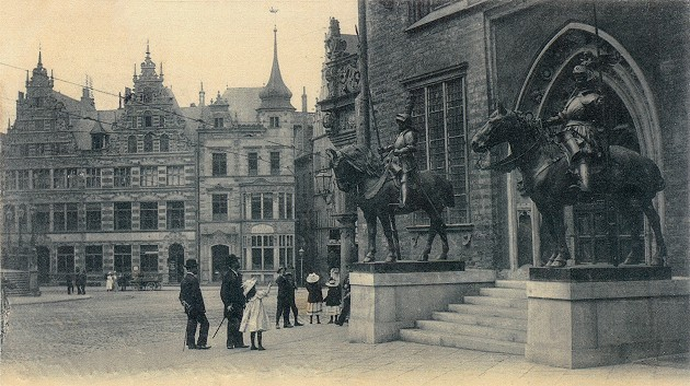 Der aktuelle und ursprüngliche Standort vorm Ostportal des Rathauses. Quelle: Privat
