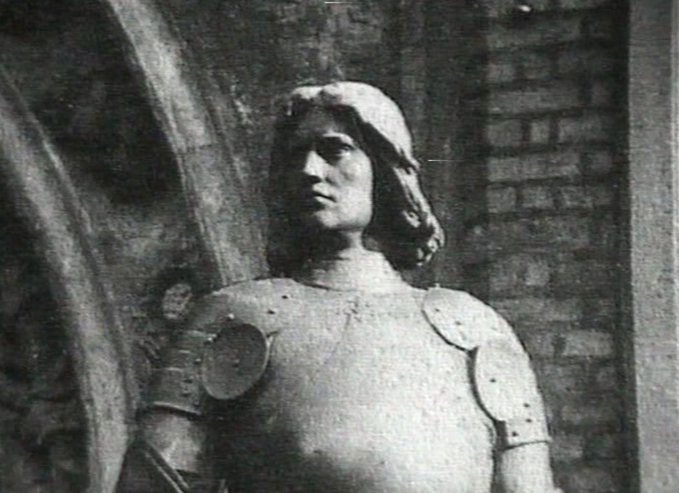 Eingeschmolzen: einer der beiden Landsknechte vom Westportal des Rathauses. Quelle: Bremen History