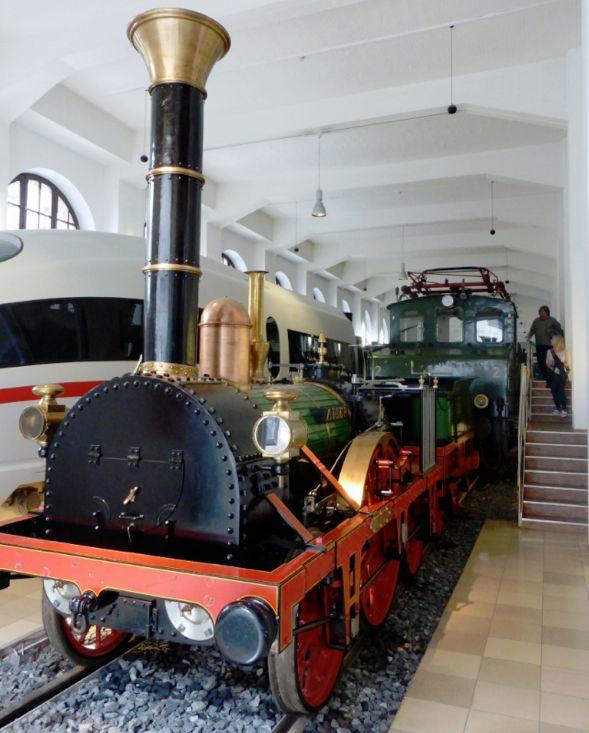 """Ein Stück Eisenbahngeschichte: die erste deutsche Dampflokomotive """"Adler"""" (Nachbau) im DB Museum-Nürnberg. Foto: Peter Strotmann"""