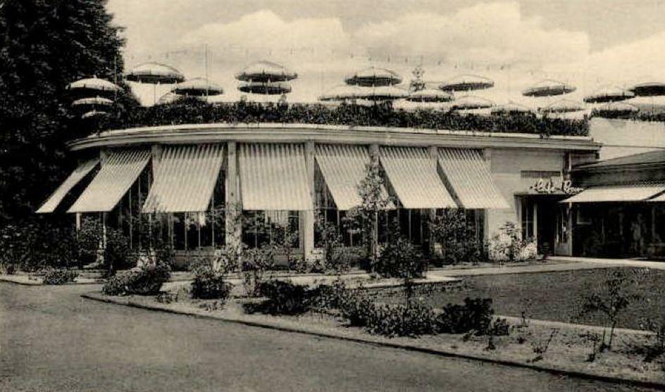 Bei den Besuchern sehr beliebt: die Dachterrasse des Hillmann Cafés, hier auf einer Ansichtskarte von 1953. Quelle: Peter Strotmann
