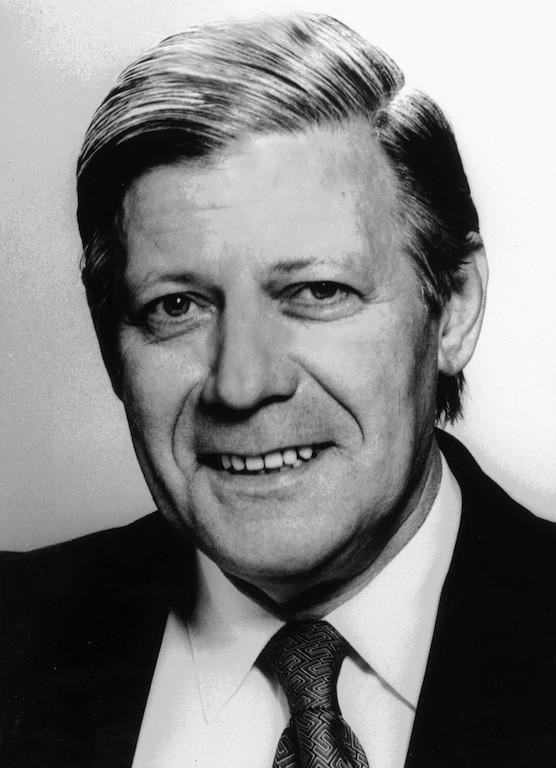 Pflegte enge Beziehungen zu Bremen: Helmut Schmidt, hier als Bundesverteidigungsminister 1969. Quelle: Wikicommons/Archiv der Bundeswehr