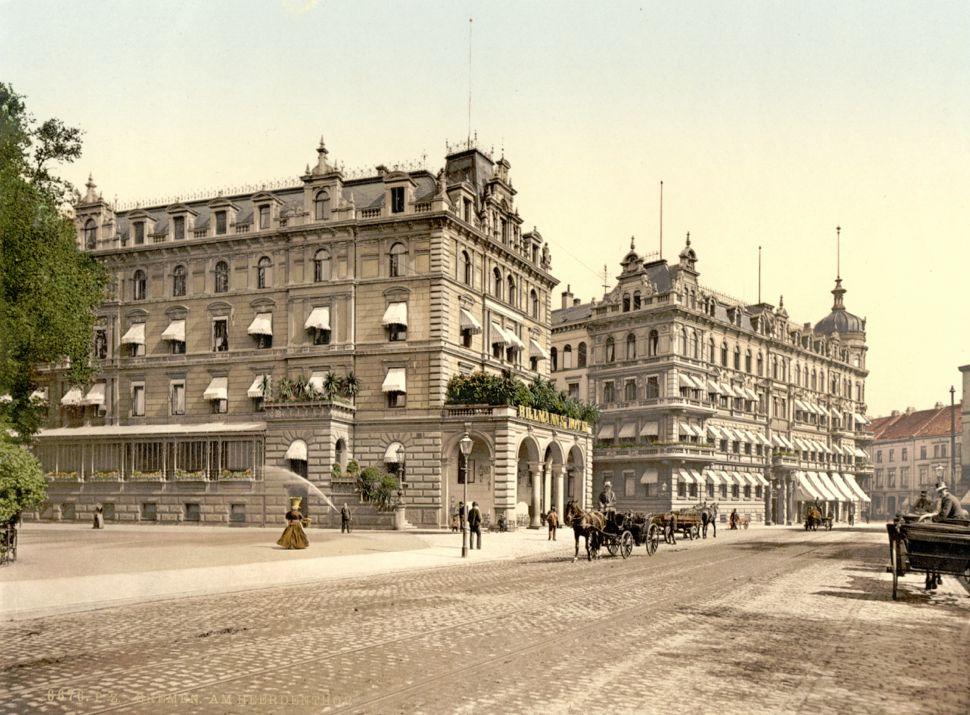 Im Stile eines Grand Hotels: Hillmanns Hotel um 1900. Allerdings handelte es sich damals schon nicht mehr um das Originalgebäude von 1847. Kurz vor der Jahrhundertwende war die Fassade dem pompösen Zeitgeschmack angepasst worden. Quelle: Staatsarchiv Bremen