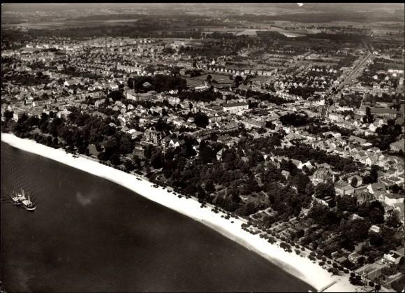 Der lange weiße Sandstrand von Vegesack Ansichtskarte 1938 unten links das Haus des Vegesacker Rudervereins Quelle: Peter Strotmann