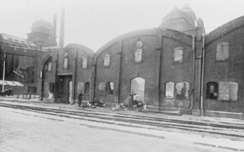 Nach dem Luftangriff vom 2. Januar 1941 (mehr zur Wende im Bombenkrieg hier): der Holz- und Fabrikenhafen, Schuppen der Firma Bremen-Besigheimer Oelfabrik, Außenansicht. Quelle: Staatsarchiv Bremen