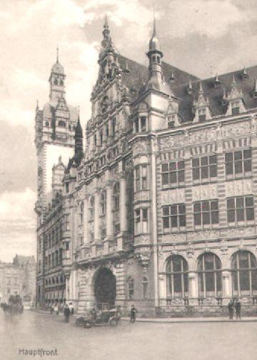 """Vom 1969 abgebrochenen Lloyd-Gebäude hat sich mehr erhalten als angenommen: Einige Überbleibsel wurden an Liebhaber verhökert - so auch die """"Elefantentür"""". Bildvorlage: Peter Strotmann"""