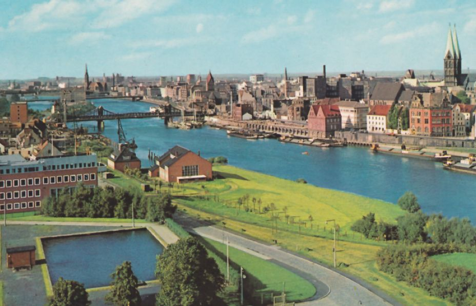Nach dem Krieg war alles anders, hier auf einer Ansichtskarte von 1955: der Oberländer Hafen ist jetzt Werfthafen für Schiffe der DGzRS, links: Wasserbecken des Wasserwerks zur Aufbereitung von Weserwasser zu Trinkwasser. Quelle: Peter Strotmann