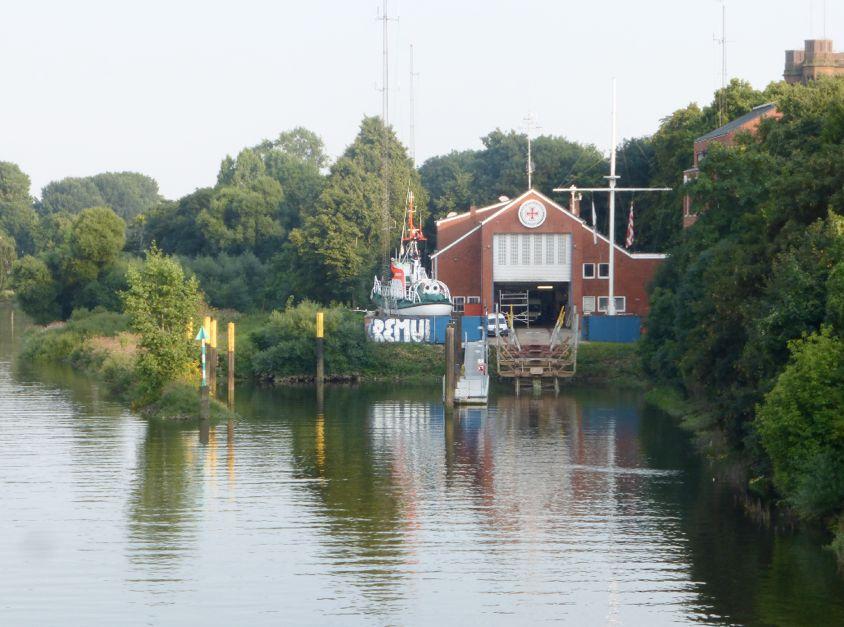 So sieht es heute aus: Blick auf Werfthafen und Betriebsgebäude der Deutschen Gesellschaft zur Rettung Schiffbrüchiger (DGzRS) Foto: Peter Strotmann