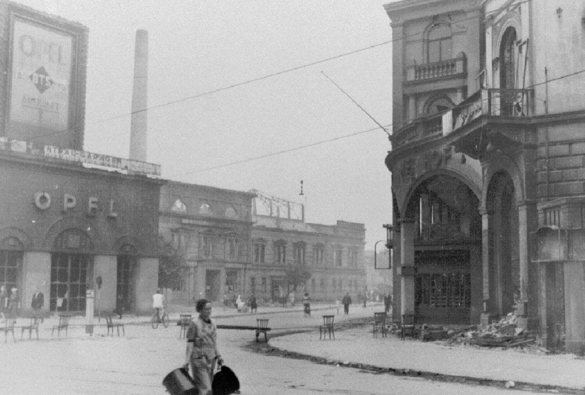 Den Zweiten Weltkrieg überstand der Opelturm relativ unbeschadet. Anders als das Breitenwegbad in direkter Nachbarschaft. Quelle: Staatsarchiv Bremen