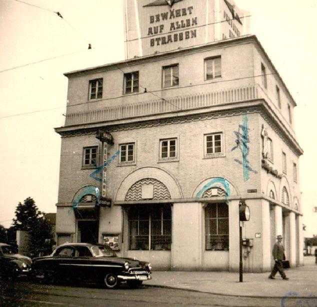 Dem Zeitgeschmack angepasst: die Werbesäule in den späten 1950er Jahren. Quelle: Staatsarchiv Bremen