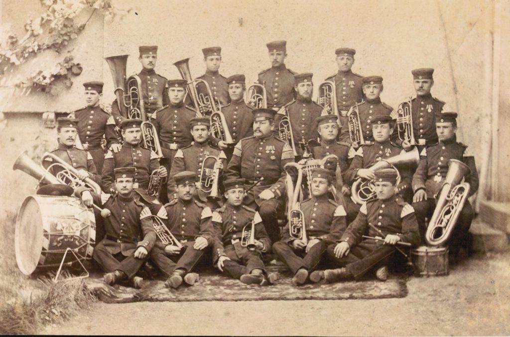 Als Militärmusiker kamen sie nach Amerika, als Musiker verdienten sie ihren Lebensunterhalt: Louis und Fritz Schütz spielten vor ihrer Auswanderung in der preußischen Militärkapelle des 88. Infanterie Regiments Mainz-Kastel. Quelle: Privatbesitz
