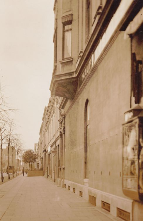 Blick an der Seitenfront des Kaufhauses entlang in die Bremerhavener Straße. Quelle: Staatsarchiv Bremen