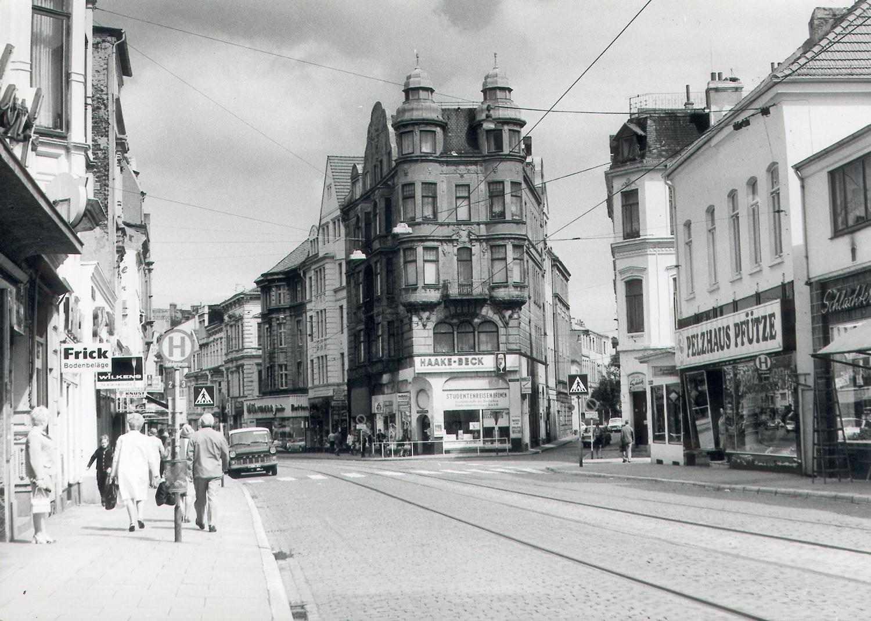 Ostertorsteinweg Ecke St. Pauli Straße in den frühen 1970er Jahren. Hier sollte die Osttangente queren. Quelle: Bildarchiv des Bremer Zentrums für Baukultur – b.zb