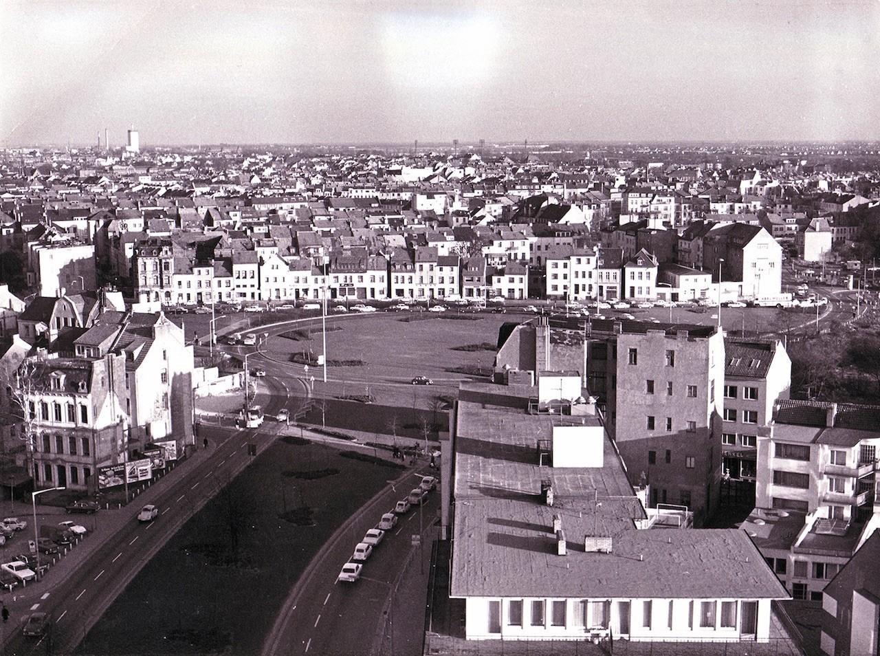 """Der """"freigeräumte"""" Rembertikreisel. Blick vom """"Neue Heimat-Hochhaus"""", das 1971 fertiggestellt wurde. Quelle: Bildarchiv des Bremer Zentrums für Baukultur – b.zb"""