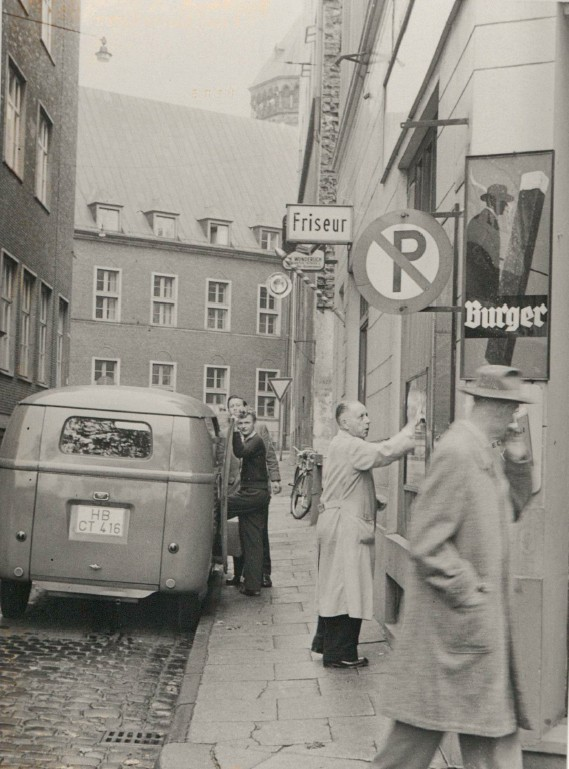 Hektische Betriebsamkeit: die Petristraße im Sommer 1959. Quelle: Staatsarchiv Bremen