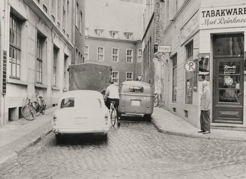 Drangvolle Enge: Mitunter gab es kein einfaches Durchkommen in der Petristraße. Quelle: Staatsarchiv Bremen