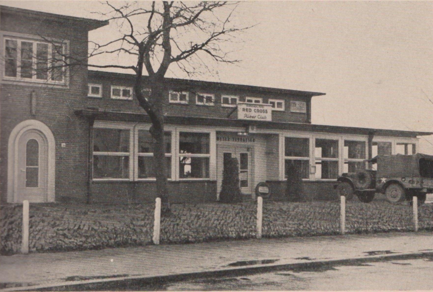 "Der ""River Club""-Eingang am Osterdeich am Abzweig zur Lüneburger Straße Februar 1946 Quelle: Bremen Ports Command's ""GI Paradise"""