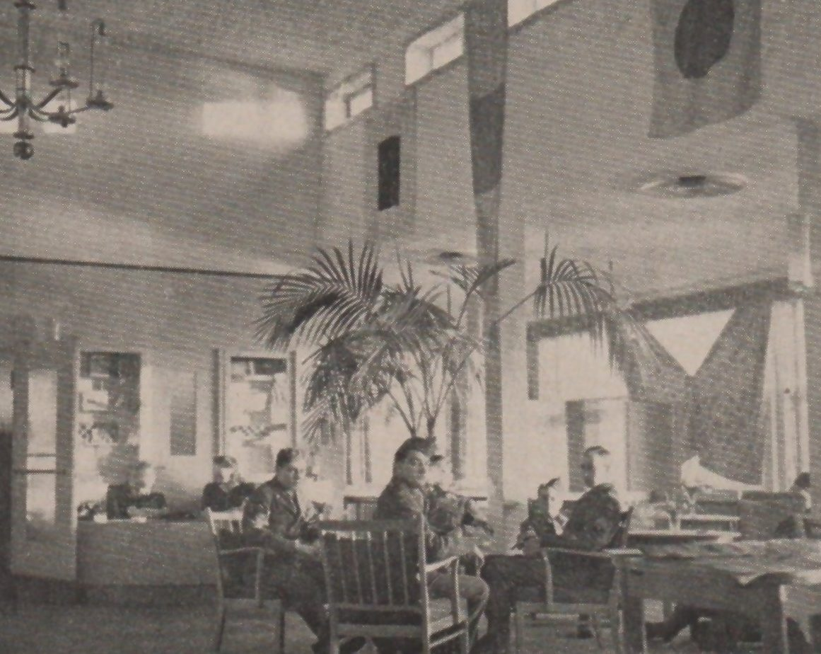 "Der Blick ins Innere des ""River Clubs"" zeigt die angenehme und entspannende Atmosphäre. Februar 1946 Quelle: Bremen Ports Command's ""GI Paradise"""
