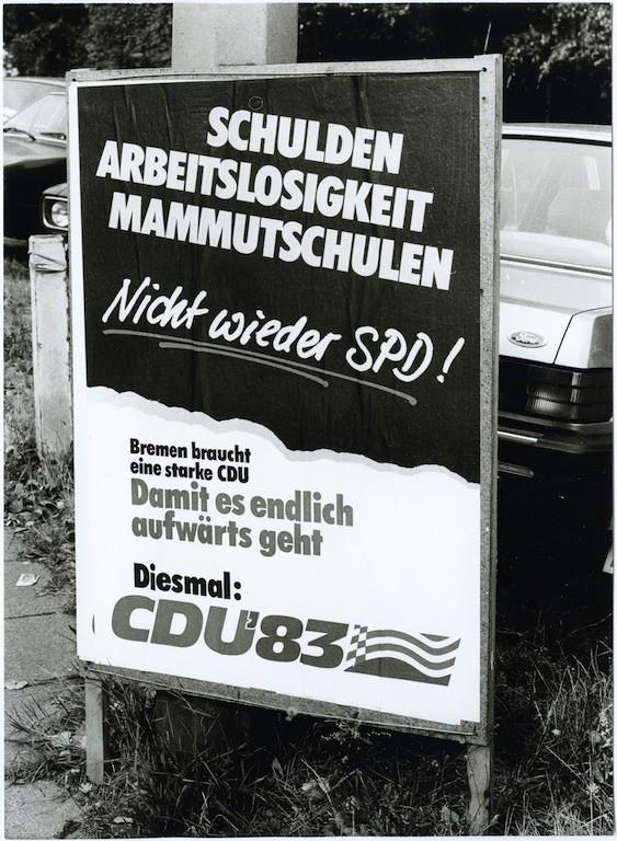"""""""Schulden, Arbeitslosigkeit, Mammutschulden"""": CDU-Plakat zur Bürgerschaftswahl am 25. September 1983. Quelle: Staatsarchiv Bremen"""