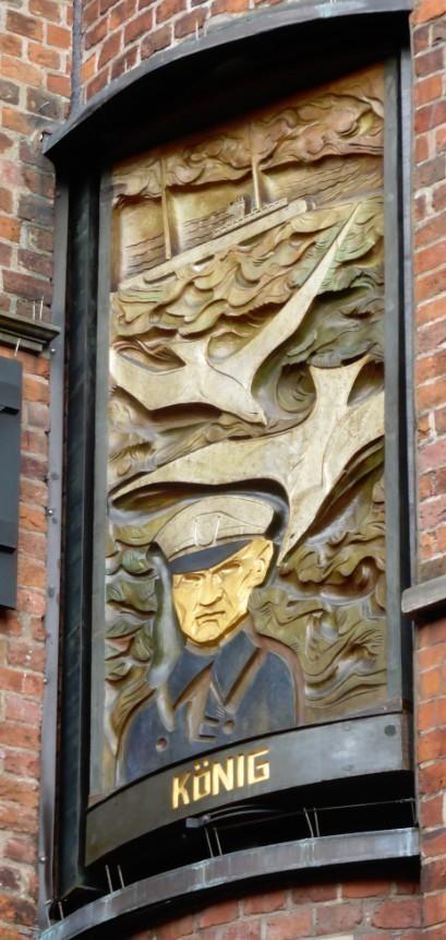 Bleibende Erinnerung: Figurentafel von Bernhard Hoetger am Haus des Glockenspiels in Bremen Foto: Peter Strotmann