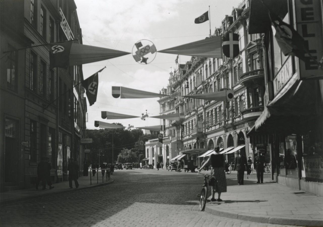 Zur Olympia von 1936 putzte sich Bremen heraus: der Herdentorsteinweg in Olympia-Deko. Quelle: Staatsarchiv Bremen
