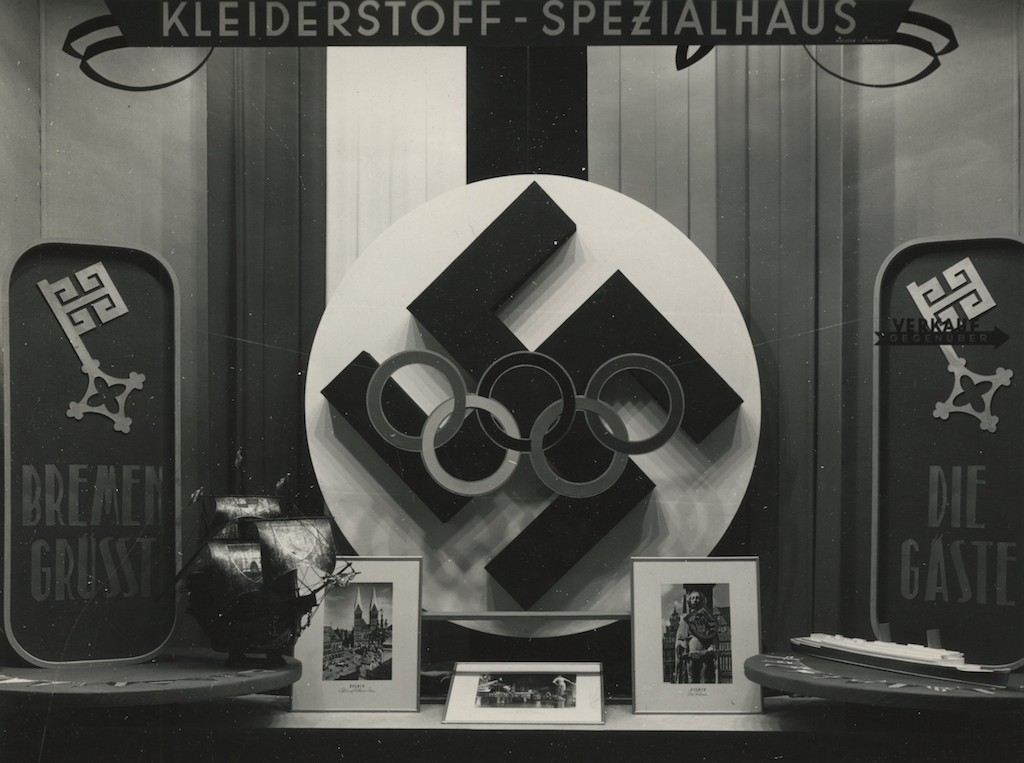 Die Olympia-Ringe vorm Hakenkreuz: auch eine Aussage beim Schaufensterwettbewerb. Quelle: Staatsarchiv Bremen