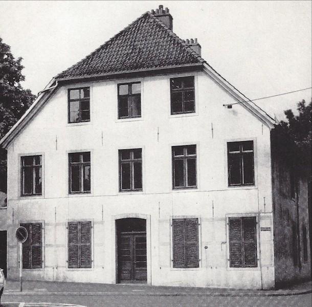 Kurz vorm Abriss: das Predigerhaus um 1960. Quelle: Rudolf Stein, Klassizismus und Romantik in der Baukunst Bremens, Bremen 1964