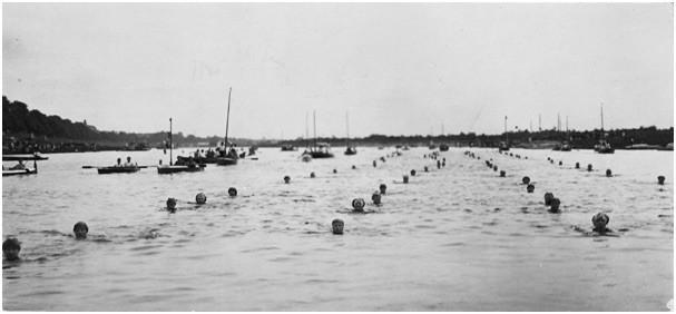 Nur nicht ausscheren: Stromschwimmer am Stadtwerder. Quelle: Schwimmverein Bremen von 1910 e.V.
