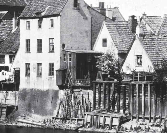 Der kurze Weg zur Lösung des Problems: Abtritt an einen Haus an der Kleinen Weser im 19. Jahrhundert. Quelle: Ansichtskarte