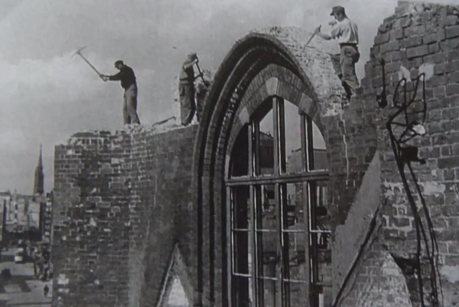 Das Ende vom Lied: Abrissarbeiten an der Ruine 1959. Bildvorlage: Nils Huschke