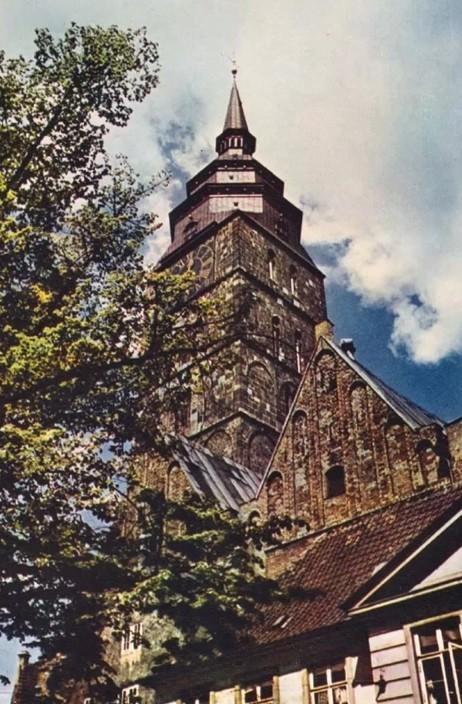 Für Huschke das Maß der Dinge im Altstadtbereich: der Turm der Ansgarii-Kirche. Bildvorlage: Nils Huschke