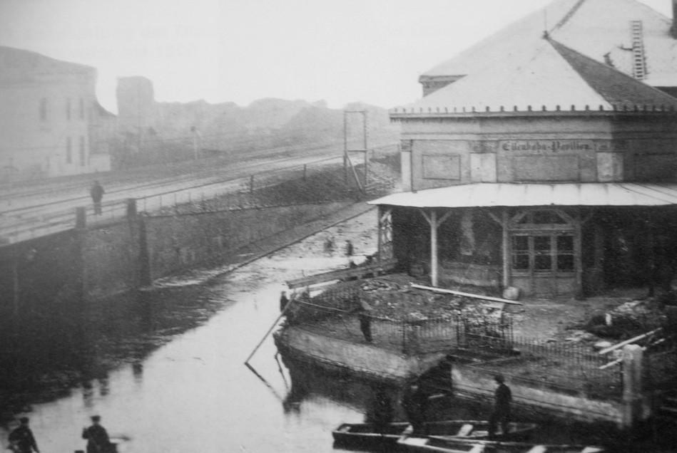 Land unter: das Eisenbahn-Pavillon beim Hochwasser von 1881. Quelle: Staatsarchiv Bremen