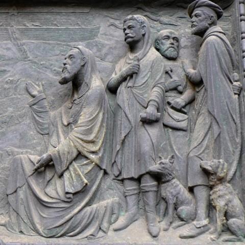 Der erste Sündenfall: der bekannte Mäzen Franz Schütte (l.) als Noah, hinter ihm Domarchitekt Max Salzmann. Foto: Wilhelm Tacke
