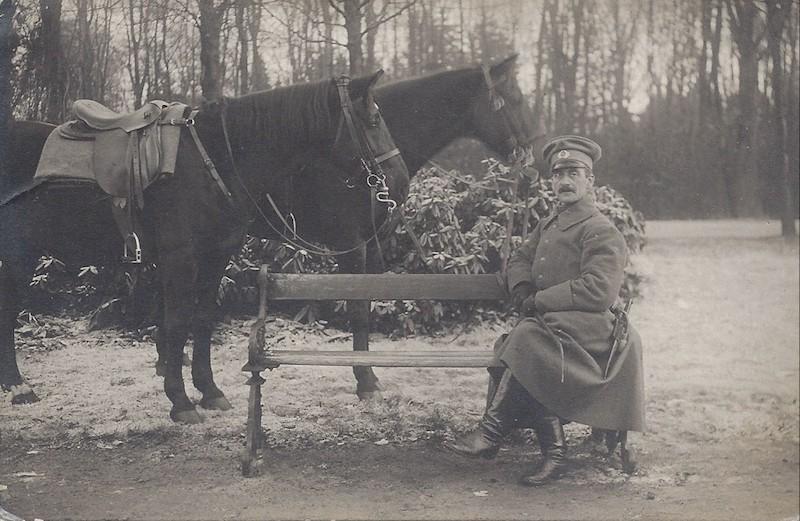 Stürzte während seiner Militärdienstzeit zweimal vom Pferd: Carsten Haberjan sr. Quelle: Familie Porsch