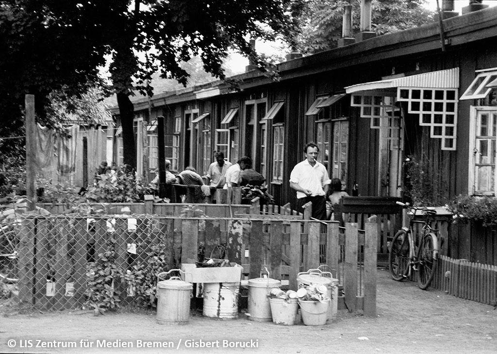 Holzbaracken als Notwohnungen in der Strasse Hinter den Ellern.