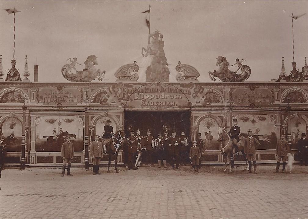Prächtige Kulisse: Haberjans Hippodrom um 1910 in Rostock. Quelle: Familie Porsch