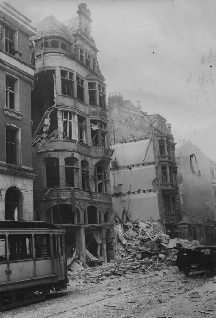 Bremen kaputt: Nach Kriegsende lag die alte Hansestadt in Trümmern, hier die Buchhandlung Leuwer an der Obernstraße. Quelle: Staatsarchiv Bremen