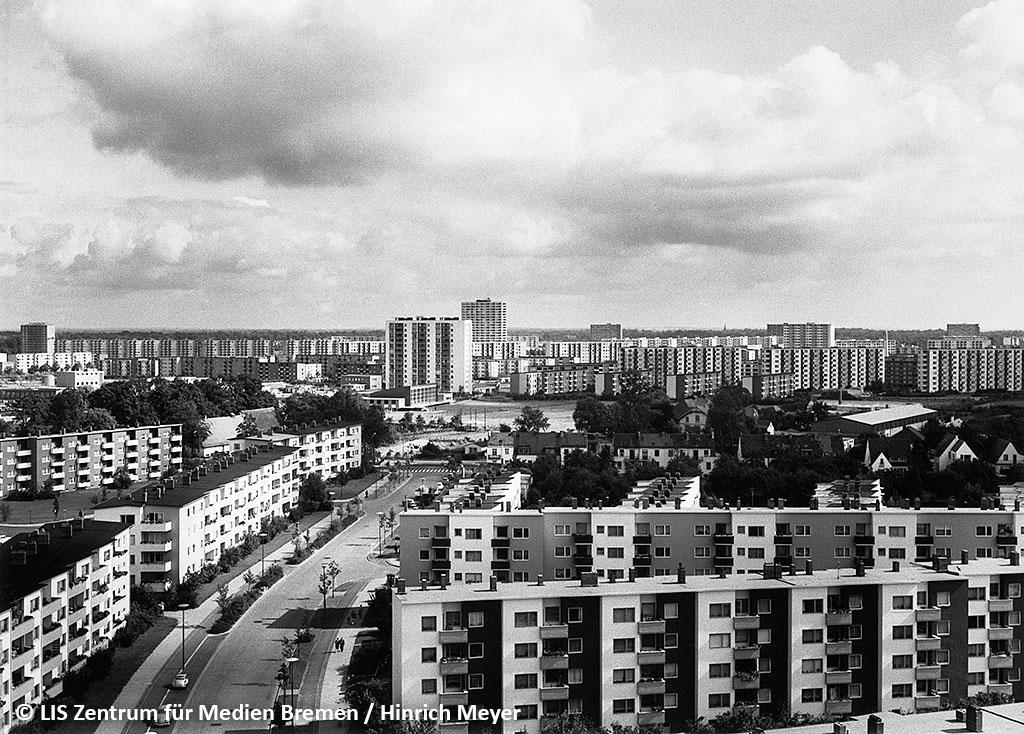 Unter den Wolken: Blick von der Gartenstadt Vahr in die Neue Vahr.