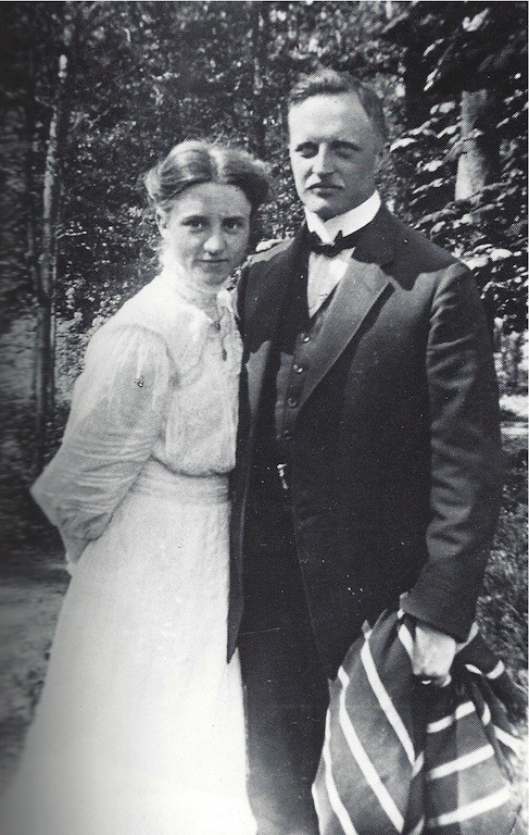 Ein Bild aus glücklichen Tagen: das Ehepaar Margarethe und Karl Carstens sr. im Sommer 1911. Quelle: Karl Carstens, Erinnerungen und Erfahrungen