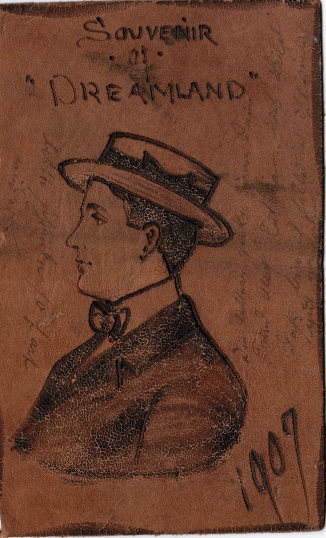 Die originellste Botschaft aus der neuen Welt: eine Lederpostkarte von 1907. Bildvorlage: Bestand Buhr