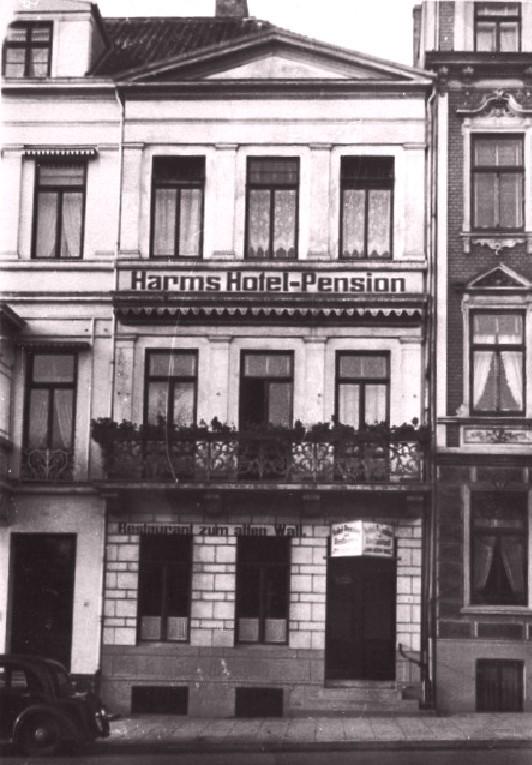 In den Händen des Ehepaars Harms: das Gebäude am Altenwall 12 auf einem Foto Anfang der 1930er Jahrel. Quelle: Landesdenkmalamt Bremen