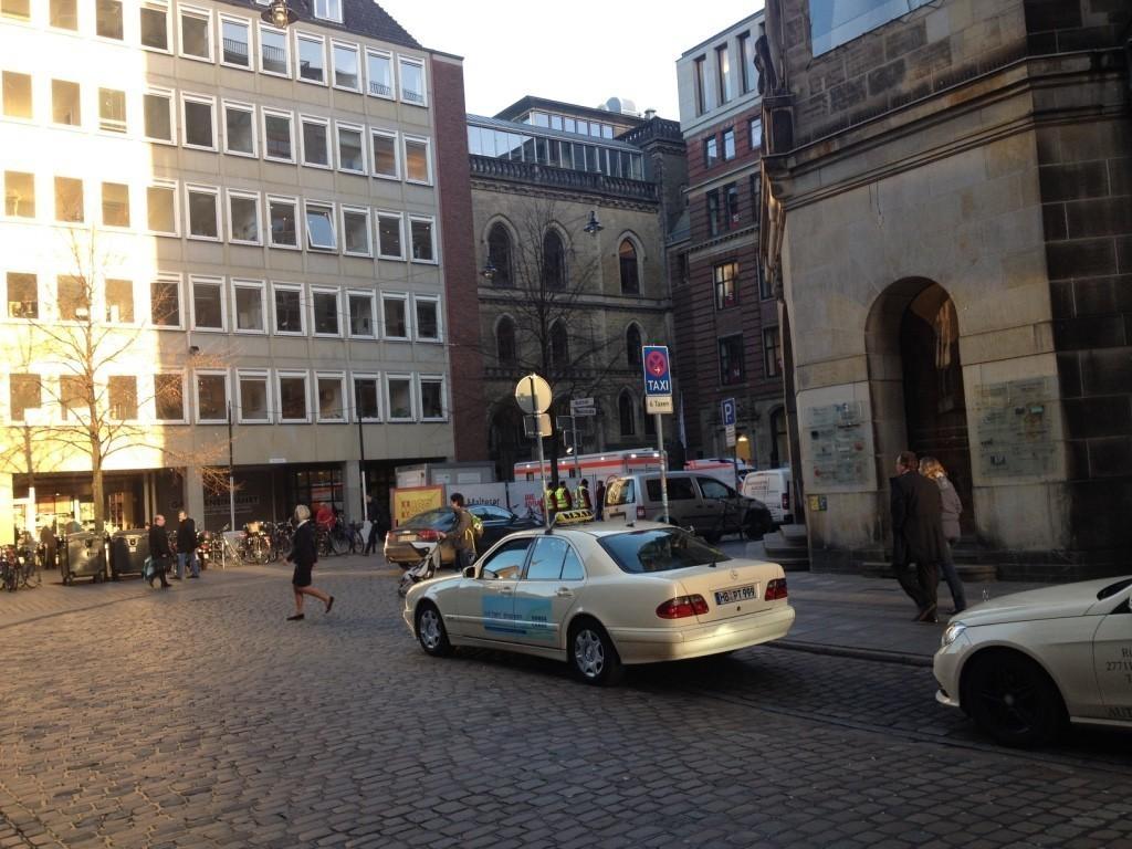 Ein kleines Stück Neue Börse: Von der Wachtstraße ist heute nur noch der Mitteltrakt zu sehen. Foto: Frank Hethey