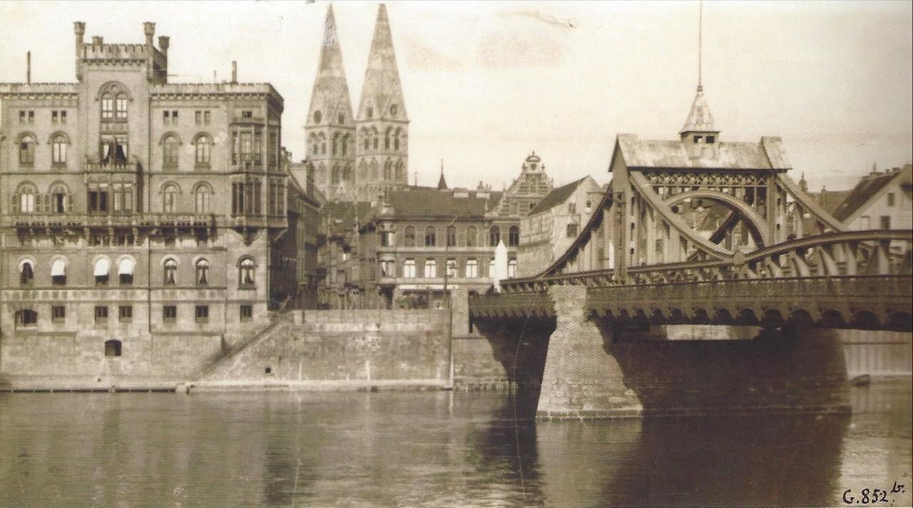 Vor dem Abriss: Blick über die Weser in die Wachtstraße um 1895 - an der Ostseite: die Altbebauung. Bildvorlage: Hans Hermann Meyer, Die Bremer Altstadt, Bremen: Temmen 2003