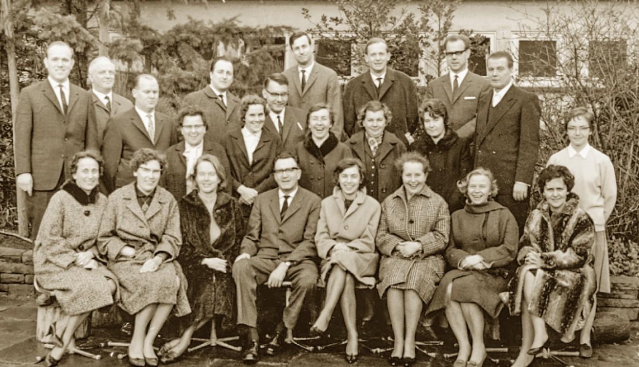 Gruppenbild eines Schwachhauser Lehrerlollegiums, 1950er Jahre