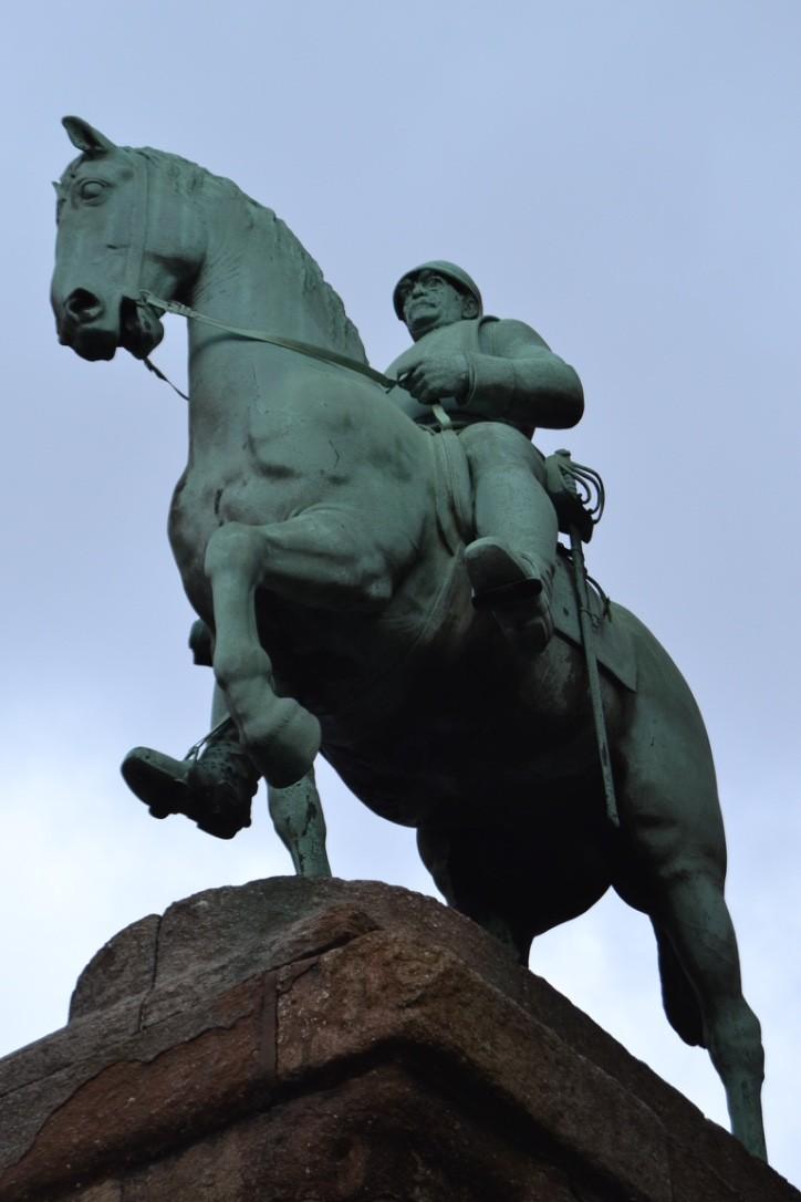 Bismarck-Statue auf Sockel